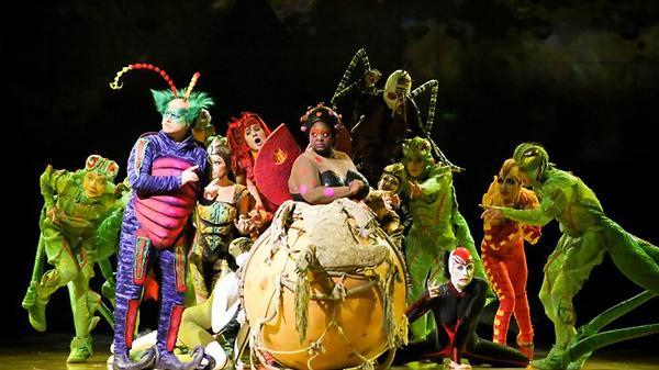 Артисты Cirque du Soleil зап…