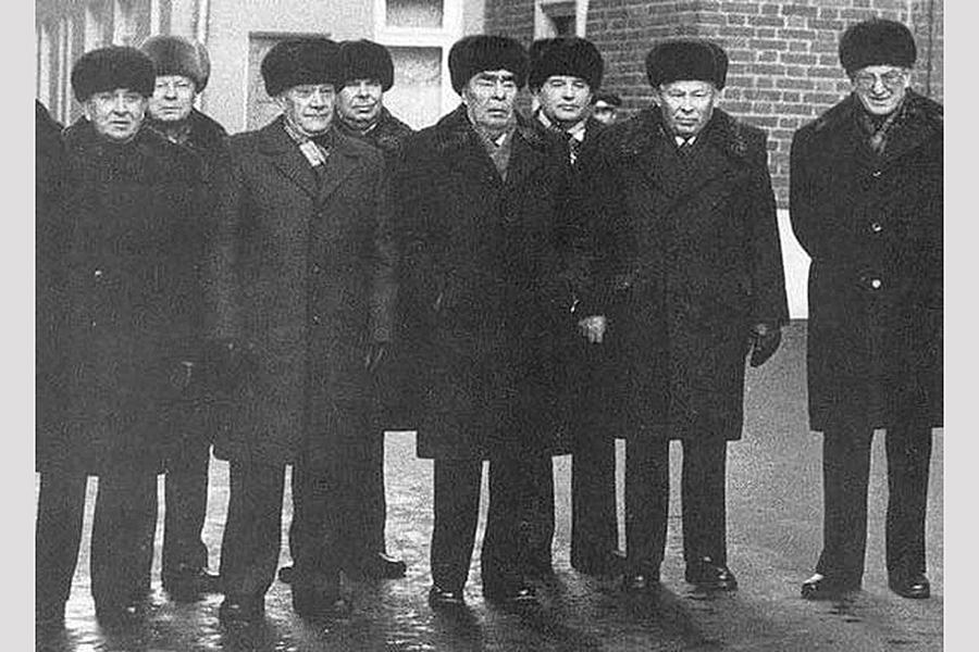 О кремлёвском старце и его доверенных сменщиках
