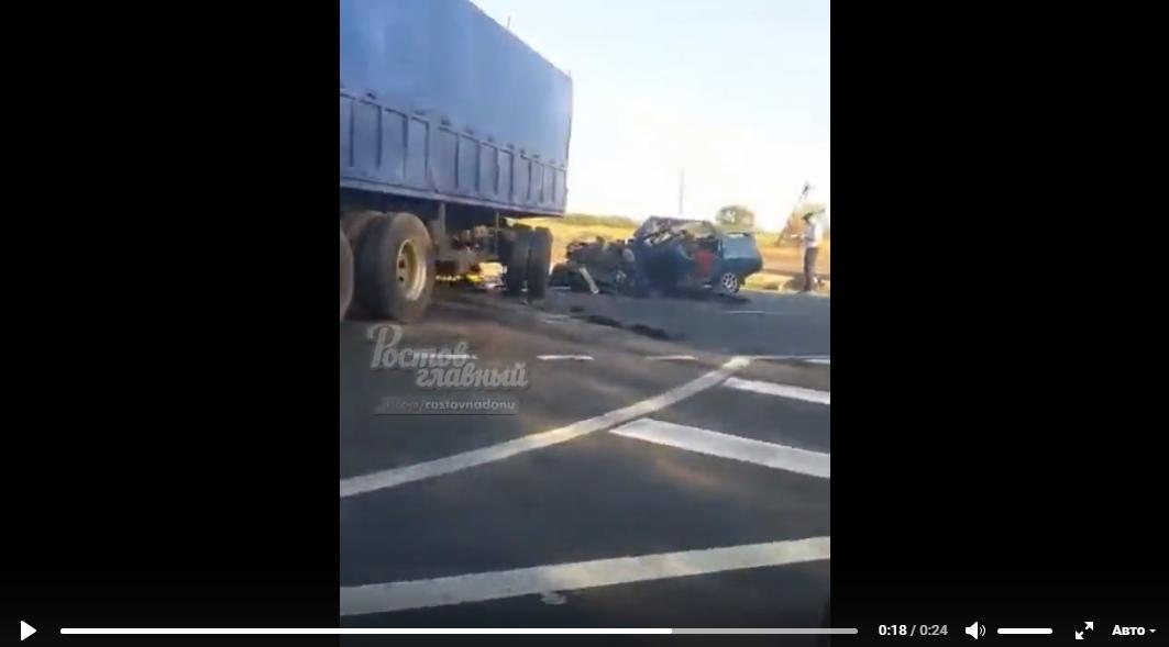 В Ростовской области в страшном ДТП с грузовиком погибло три человека