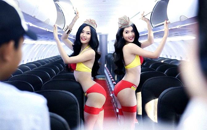 Секс на высоте: 10 громких интим-скандалов на борту самолета