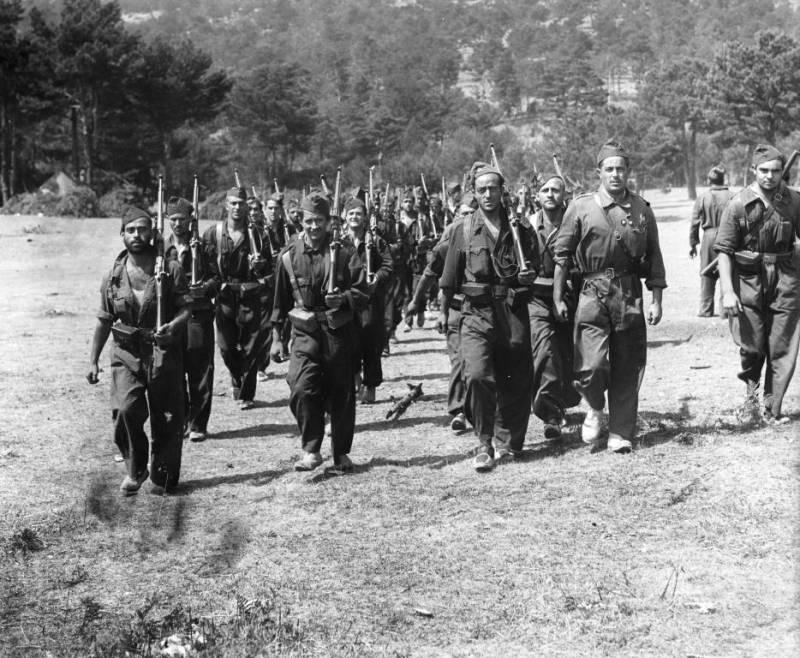 Береты, пилотки и тюрбаны: униформа гражданской войны в Испании