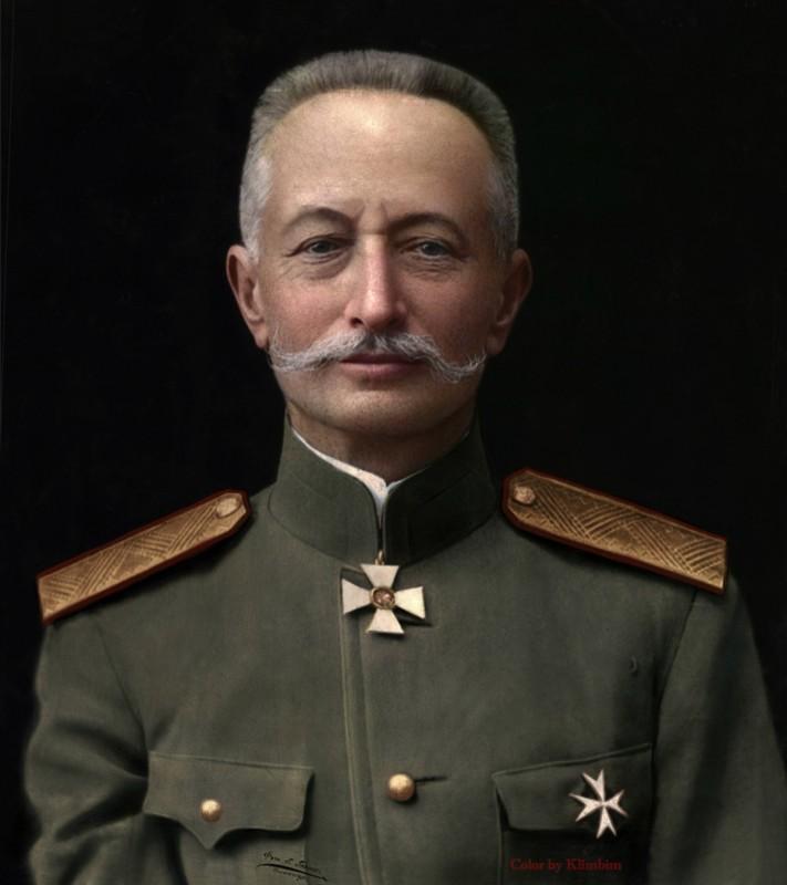 Почему то не принято говорить, что царский генерал Брусилов стал красным генералом.