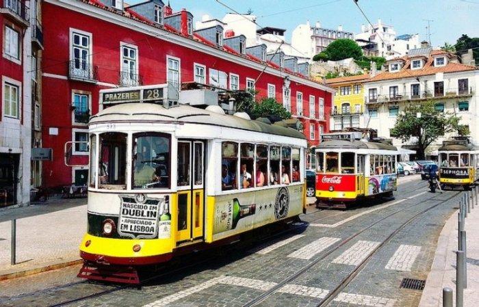 Маршрут трамвайной линии 28 проходит через самые старые районы города мимо популярных достопримечательностей Лиссабона и Португалии.
