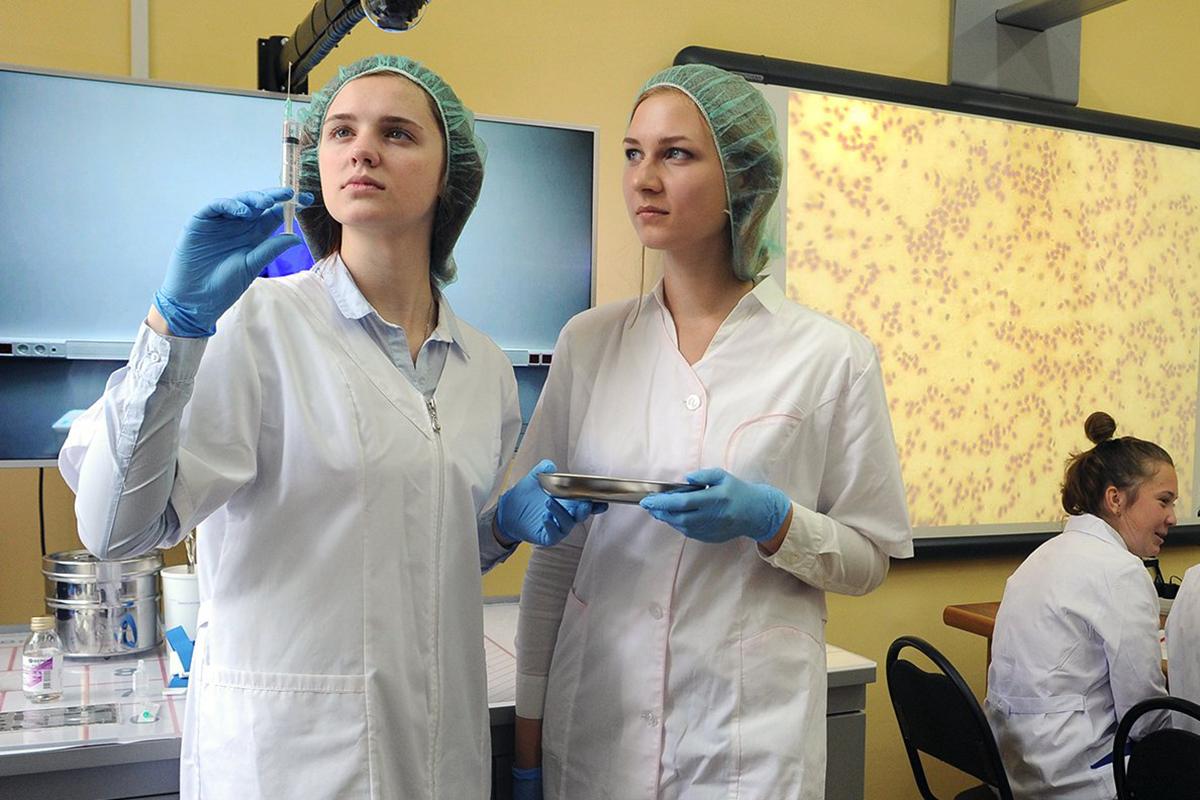 Студентов-медиков привлекут к работе с больными COVID-19