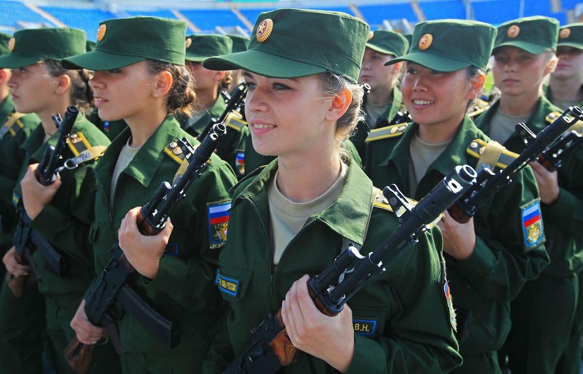 Девушки, служащие в армии России
