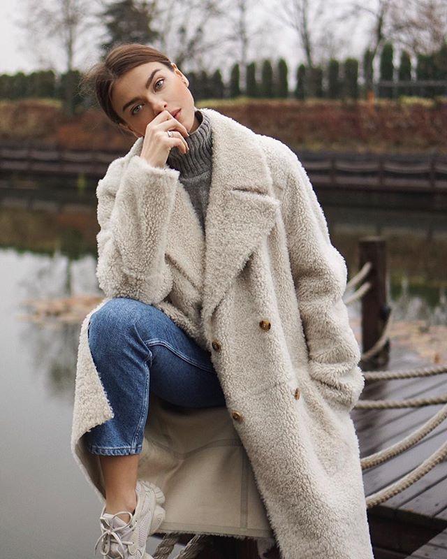 Плюшевые шубы-чебурашки: как носить и с чем сочетать главный тренд сезона