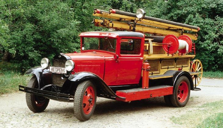 Выставка старинных автомобилей открылась в Москве