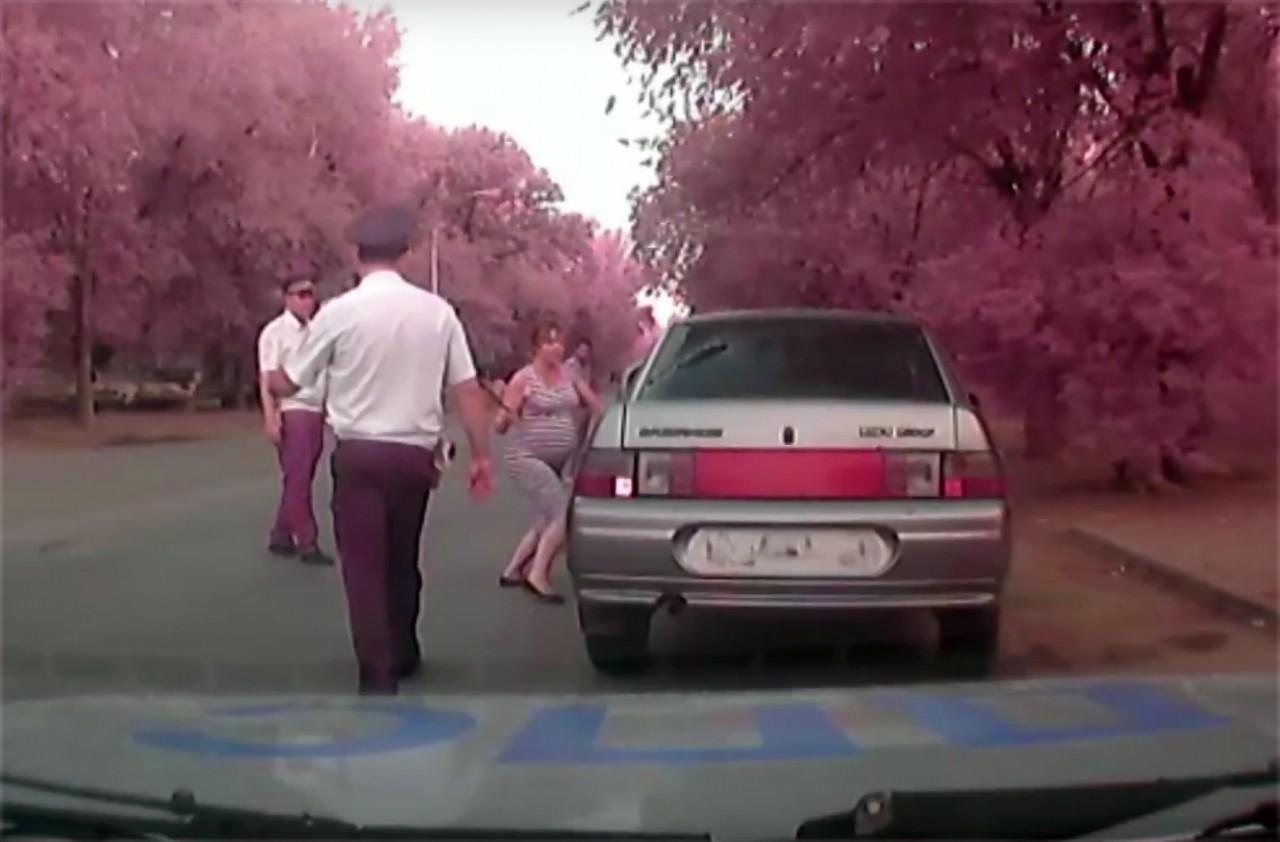 Беременная женщина расколотила автомобиль, чтобы свалить вину на полицейских