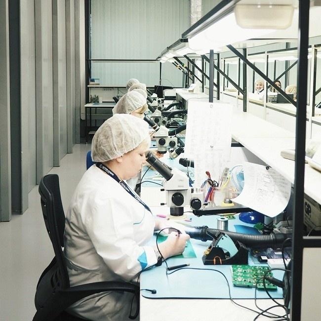 В Подмосковье запустили производство речевых процессоров для слуховых систем