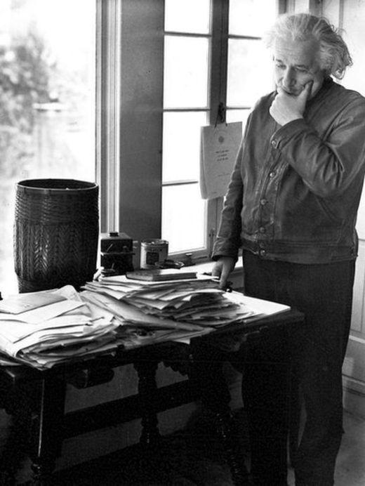 На рабочем столе Альберта Эйнштейна всегда царил беспорядок