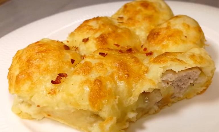 Ленивые картофельные пирожки с мясом: под сырной корочкой