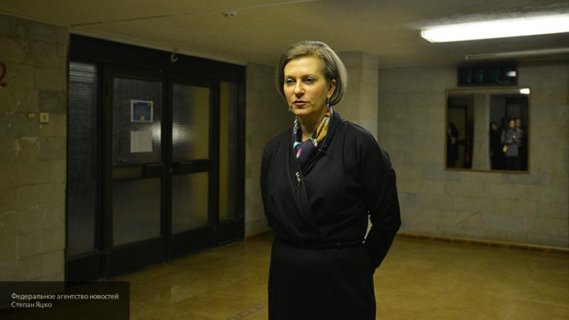 Попова заявила, что РФ ведет борьбу с COVID-19 по оптимистичному сценарию