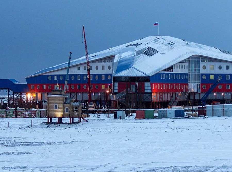 Россия усиливает присутствие в Арктике, неустрашимые американские подводники ринулись следом за нами