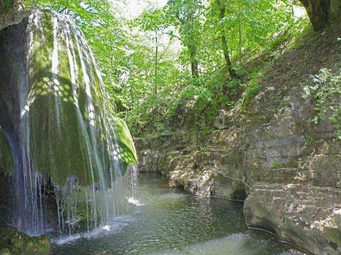 Водопад Бигар в западной Румынии, является одним из самых красивых водопадов мира, вода в нем падает уникальным образом.