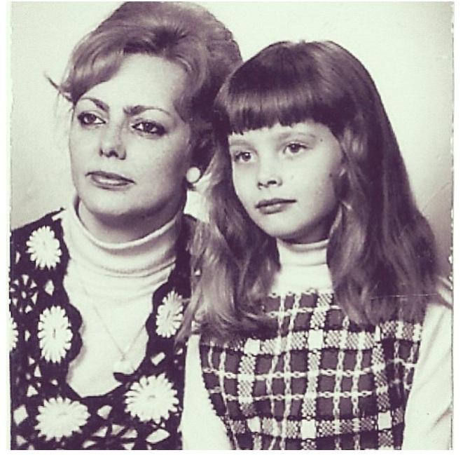Изабелла с мамой.