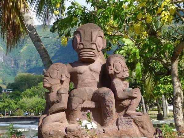 Рептилоиды или инопланетяне? Загадка древних статуй на острове Нуку-Хива