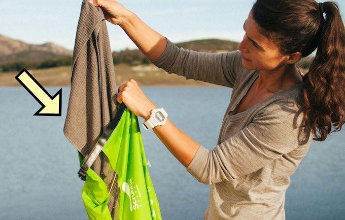 Стираем одежду без раковины и машинки: хитрость для походов и командировок