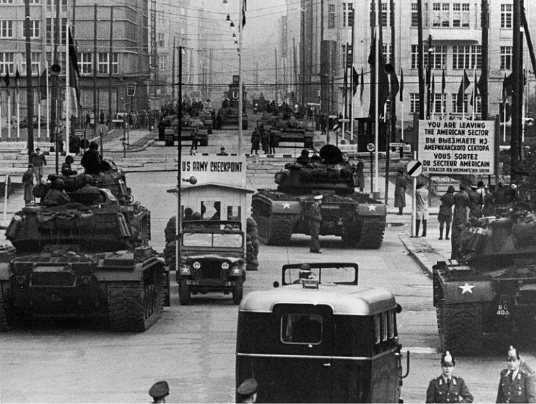 Как противостояние танков США и СССР в Берлине едва не начало Третью мировую