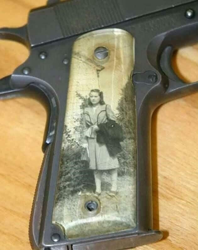 5. «Во время Второй мировой солдаты помещали портреты своих любимых в рукоятки пистолетов» в мире, вещи, кадр, красота, подборка, удивительно, фото