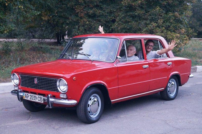 """Подарок деду! Его """"Копейка"""" спустя 40 лет, снова как новая авто, ваз, ваз 2101, восстановление, дедушка, копейка, подарок, реставрация"""
