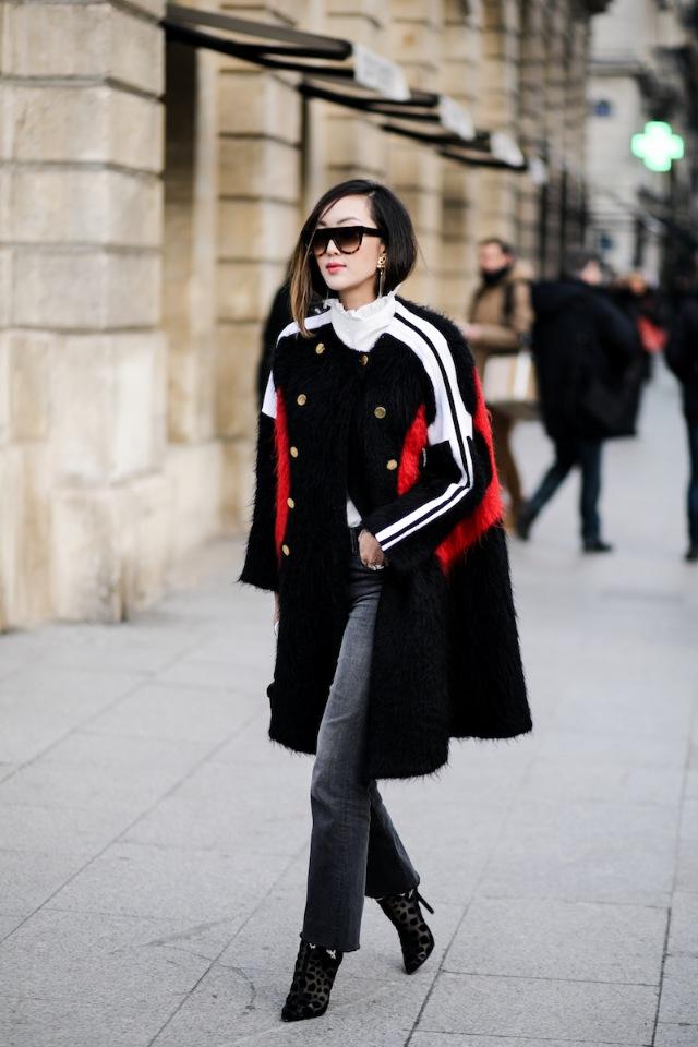 Классическое черное женское пальто — обязательный атрибут гардероба настоящей леди