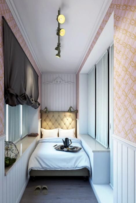 Красивая спальня на узкой лоджии.   Фото: Pinterest.