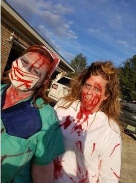 Американка купила себе на Хеллоуин зубы дьявола. Но настоящий ужас начался, когда она захотела их снять