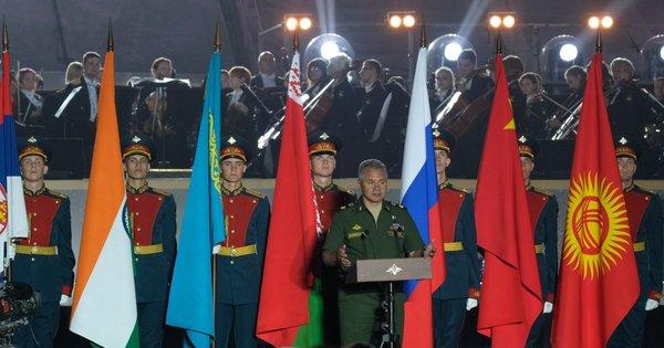 Запад проморгал: Под носом у НАТО формируется мощнейший военный кулак