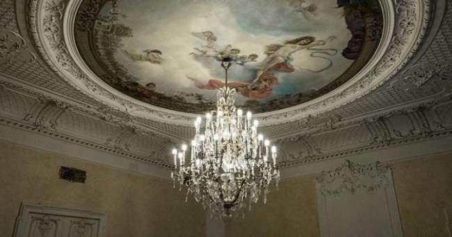 30снимков петербургских коммуналок— бывших дворянских особняков. Будто Эрмитаж после апокалипсиса!