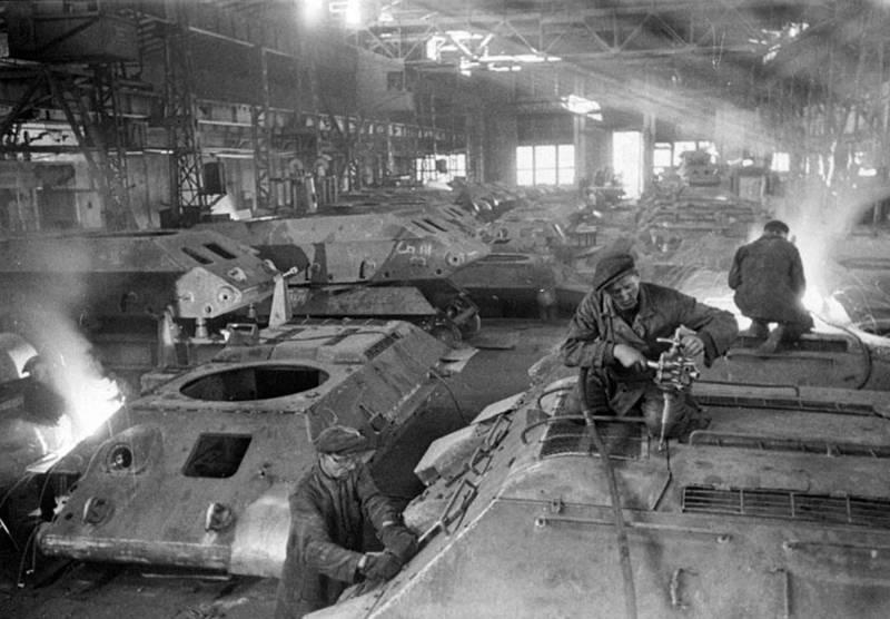 «Возможно появление течи бензина и его самовоспламенение!» Т-34 из «Красного Сормова» оружие