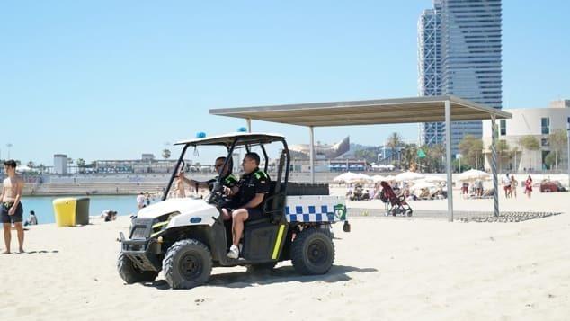 В Барселоне для обворованных туристов придумали «спасательные наборы»