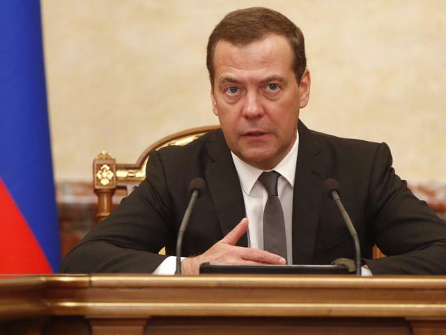 """Медведев назвал санкции против банковского сектора России """"объявлением торговой войны"""