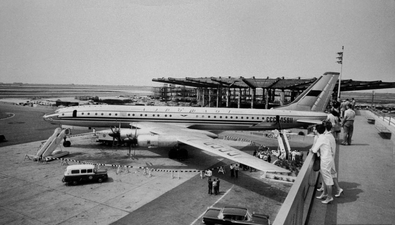 Самый большой в мире пассажирский самолет Ту-114 в Нью-Йорке. 1959 год