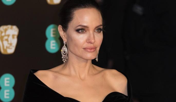 Анджелина Джоли унизила сопе…