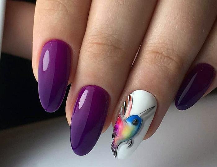Маникюр в фиолетовом цвете. | Фото: gorzavel.com.