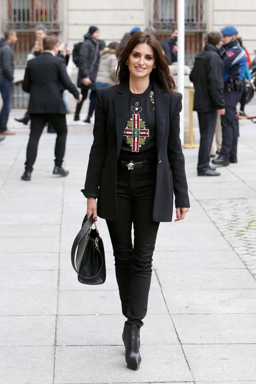 Черные блузки и рубашки с чем носить фото 7