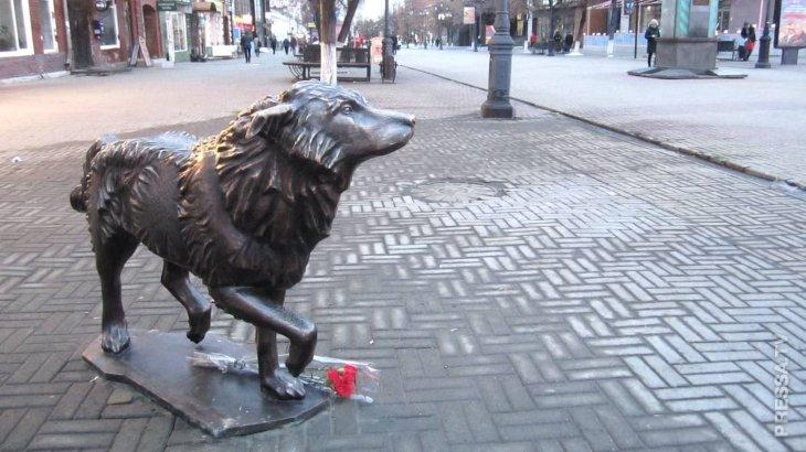 В Челябинске открыли памятник верному псу по кличке Беляш