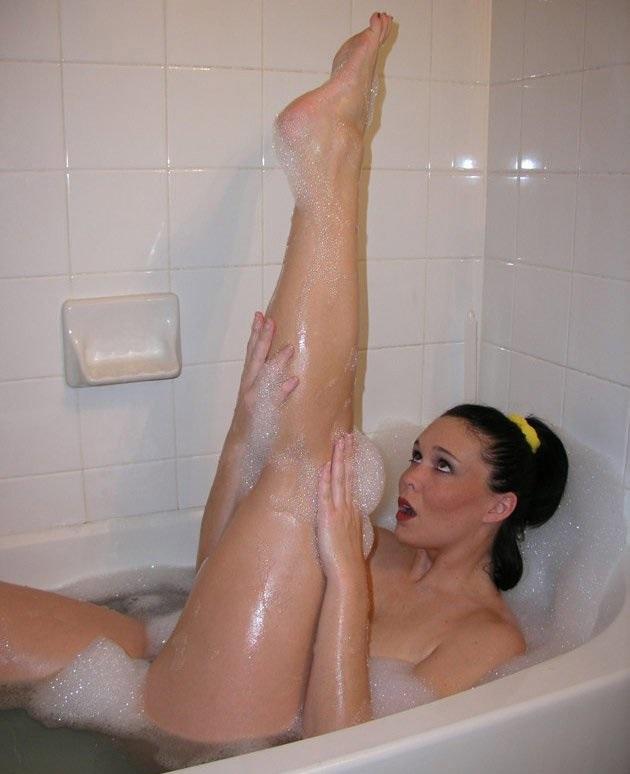 Голая женщина в ванной фото порно