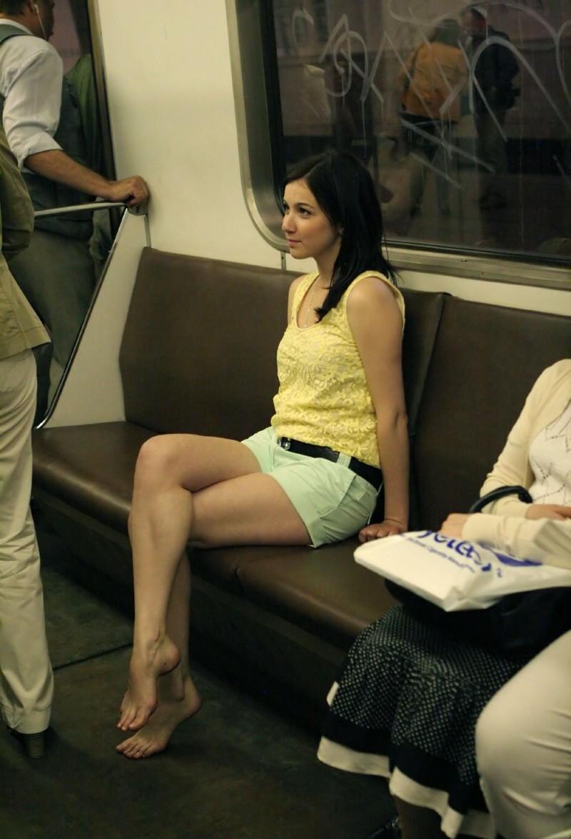 Ножки девушек в автобусе смотреть онлайн