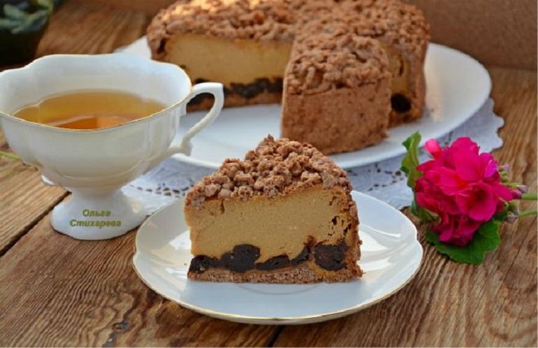 Очень вкусный творожный сырник с черносливом: и в пир, и в мир