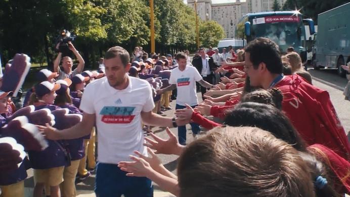 «Доказали, что Россия — футбольная страна»: как болельщики встретили подопечных Станислава Черчесова