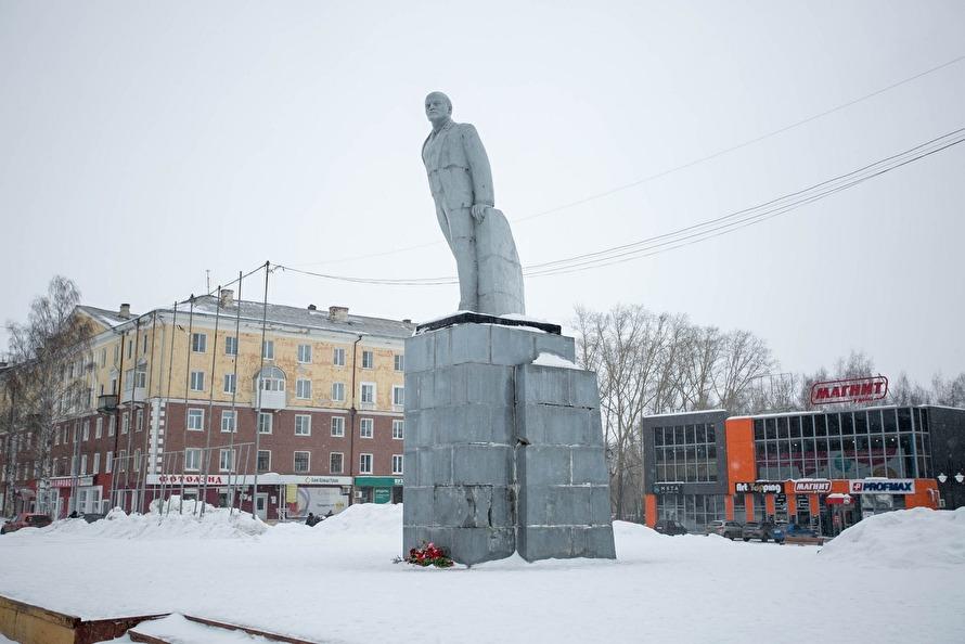 Летом 2018 года памятник Ленину в Ревде обследовали при помощи отбойных молотков и кувалды. Следы на фундаменте видны до сих пор