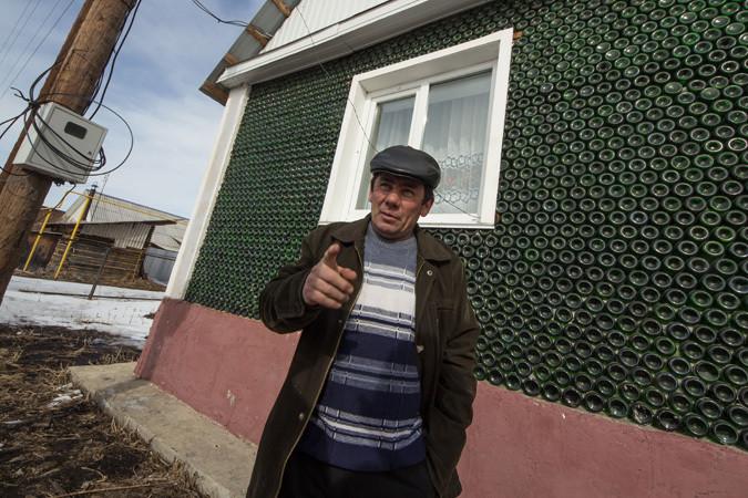 Южноуралец построил дом из бутылок от шампанского бутылки, дом, строитель