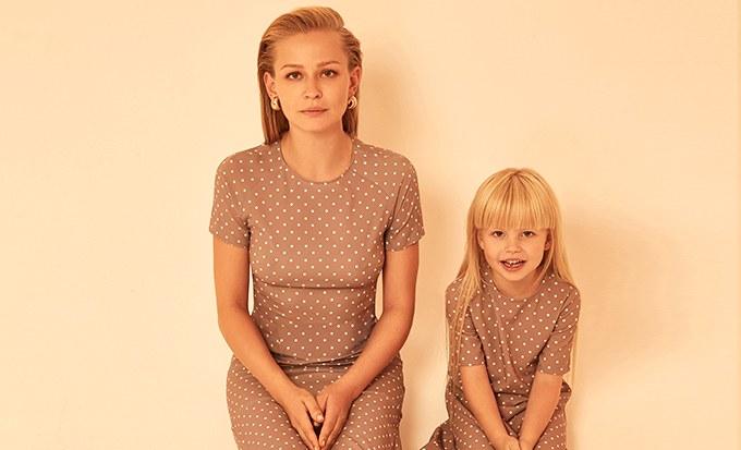 Юлия Пересильд с дочкой снялась в лукбуке A La Russe
