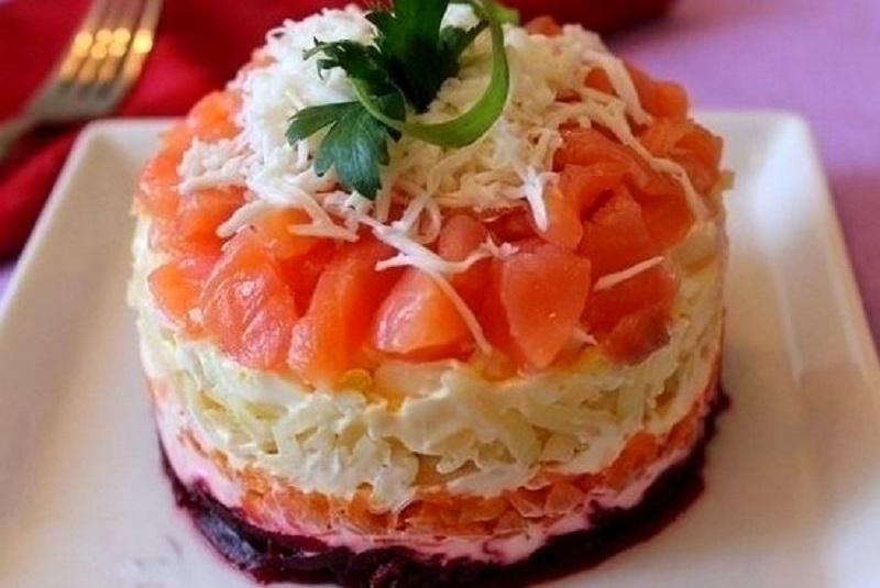 праздничный салат из красной рыбы с фото американцы