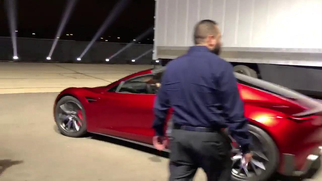 Как стартует с места Tesla Roadster. Очень круто!