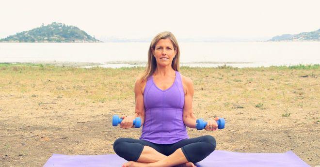 ДЕРЖИМ ФОРМУ. Пять эффективных упражнений для рук и плеч