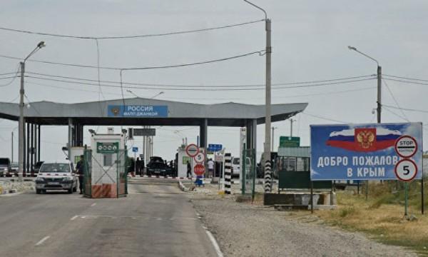 На въезде в Крым с Украины о…