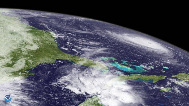 Принято считать, согласно шкале Бофорта, что шторм переходит в ураган при скорости ветра более 117 км/ч (или 30 м/c). «Наш» Флоренс имеет скорости 54 м/с. nasa, космос, мкс, природа, стихия, ураган, фото, фотографии