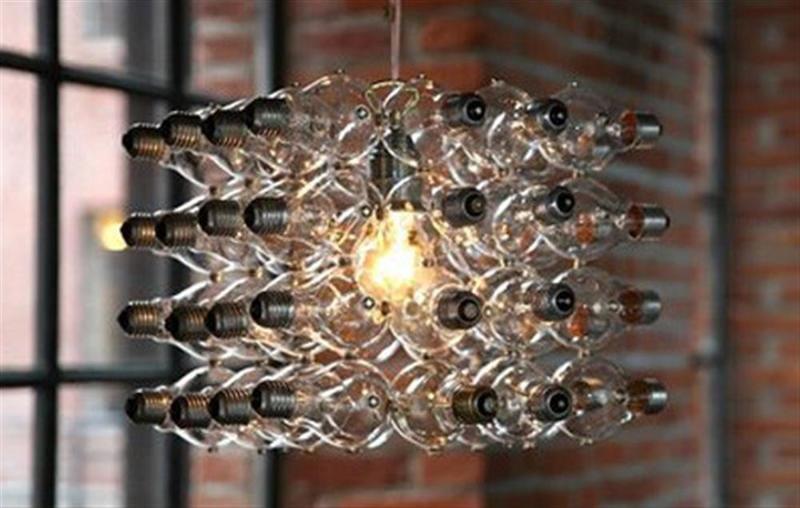 8. Декоративная люстра из множества неработающих лампочек декор, интересно, красиво, своими руками, старая лампочка, фото